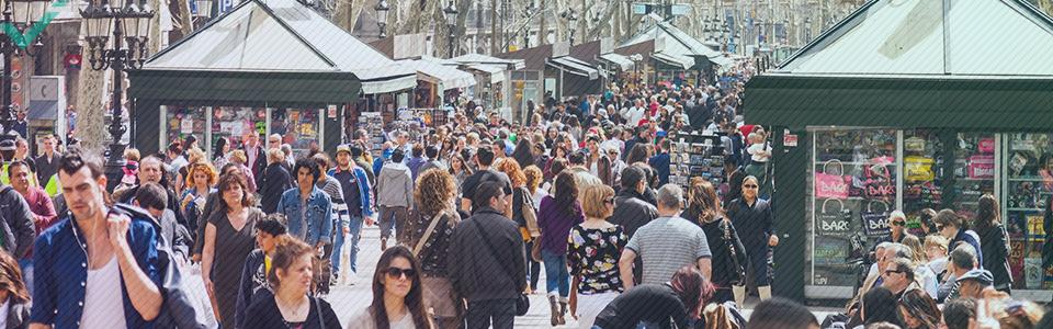 Il existe des centaines de millions de locuteurs natifs de l'espagnol répartis dans le monde entier.